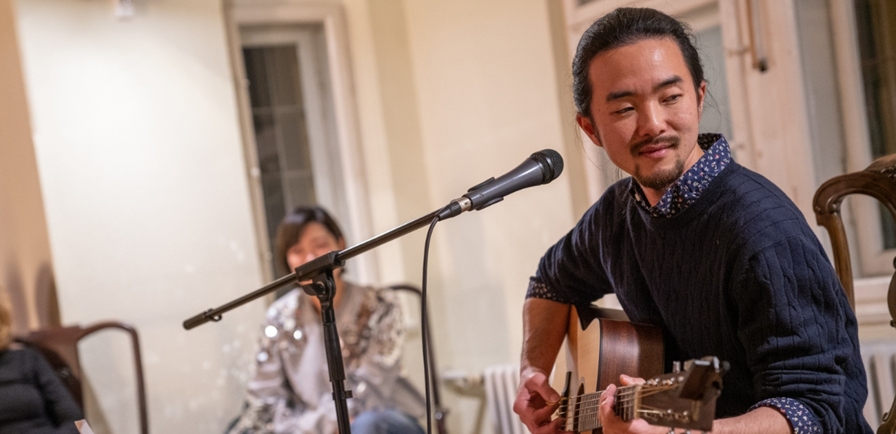 Gitarrenkonzert mit Sool Park im Salon der Villa Waldberta